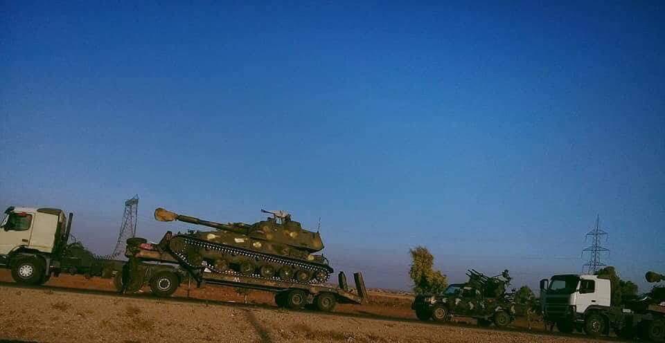 Syrská armáda přisouvá stále více těžké techniky k provincii Idlíb