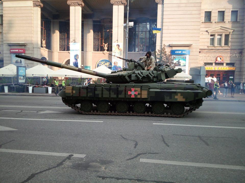 Ukrajina představila nové zbraně na přehlídce ke dni nezávislosti.