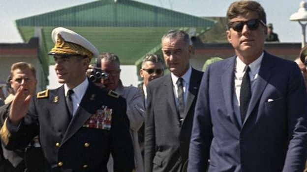 Prezident Kennedy plánoval svrhnout sekulární monarchii v Íránu ve prospěch islamistů vedených Chomejním