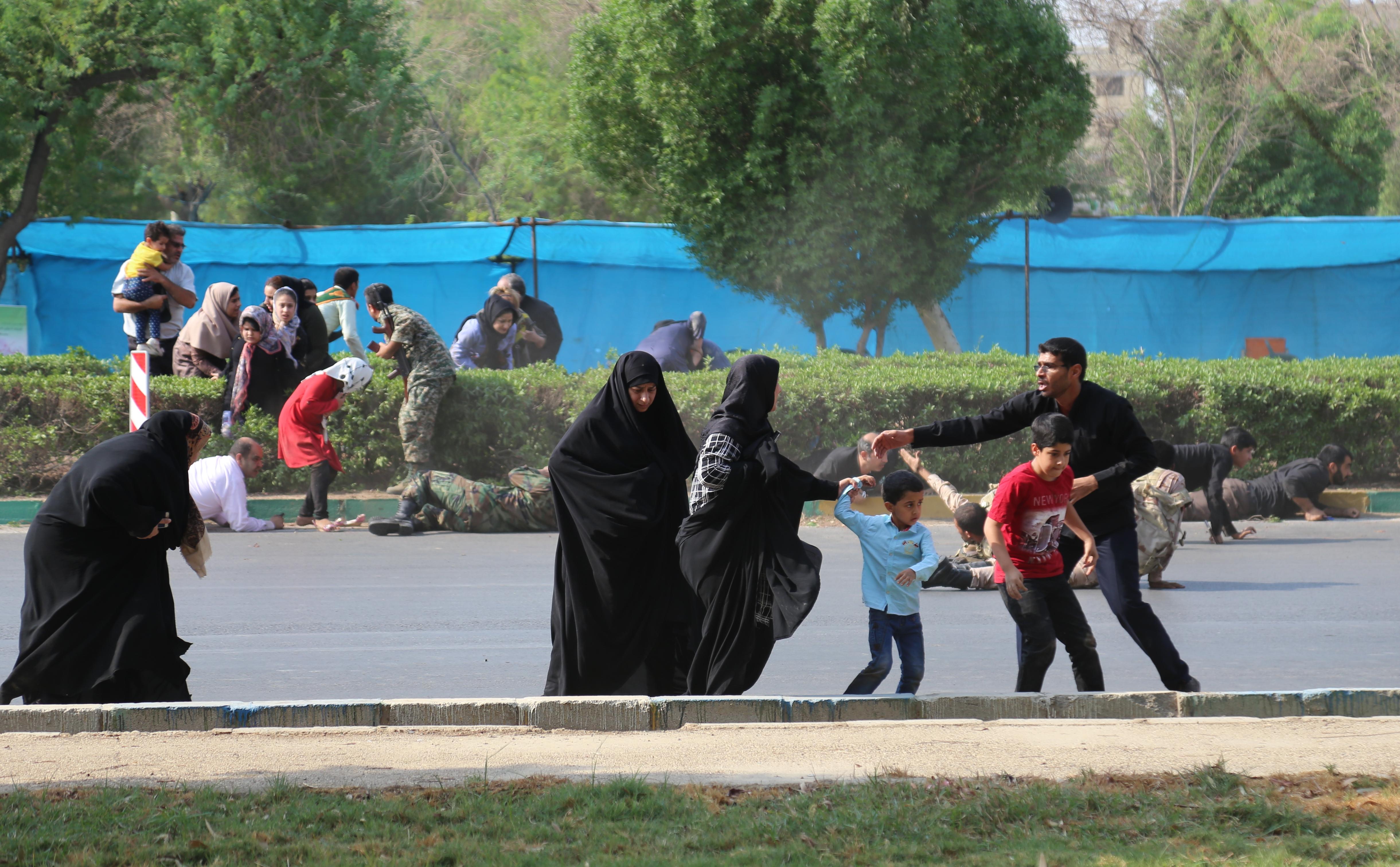 Co spojuje USA s teroristickým útokem v íránském městě Ahvaz?