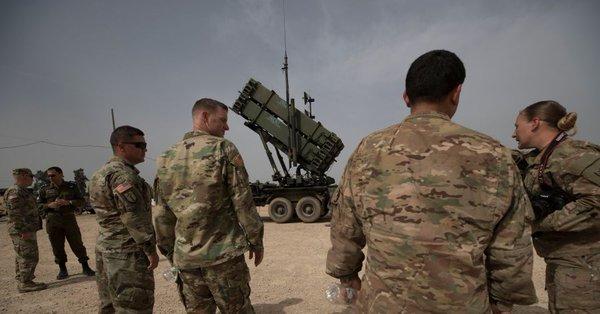 Zatímco Rusko rakety přiváží, Amerika je z Blízkého východu stahuje