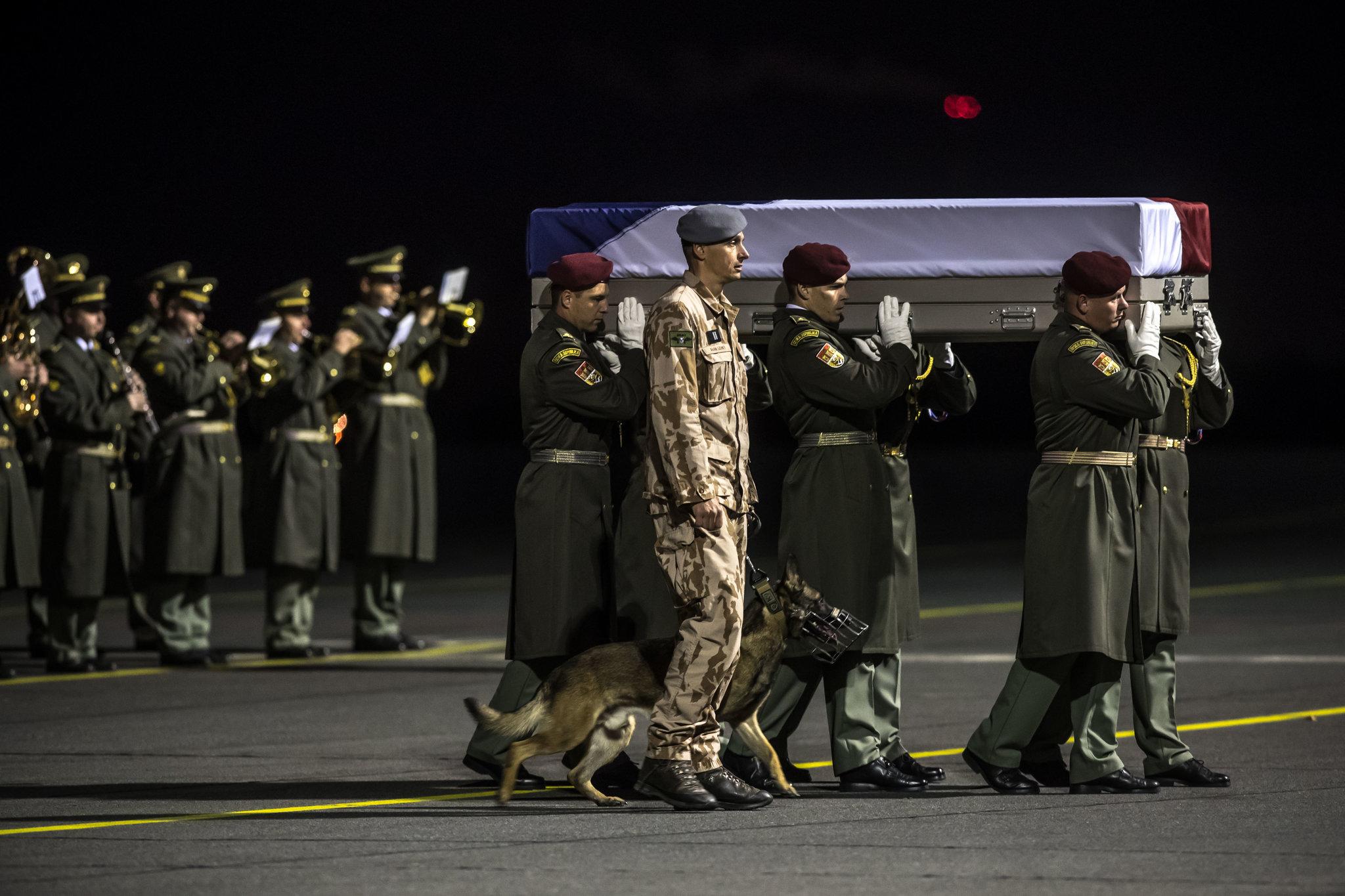 Čeští vojáci v Afghánistánu vyšetřováni ze zabití vězňů