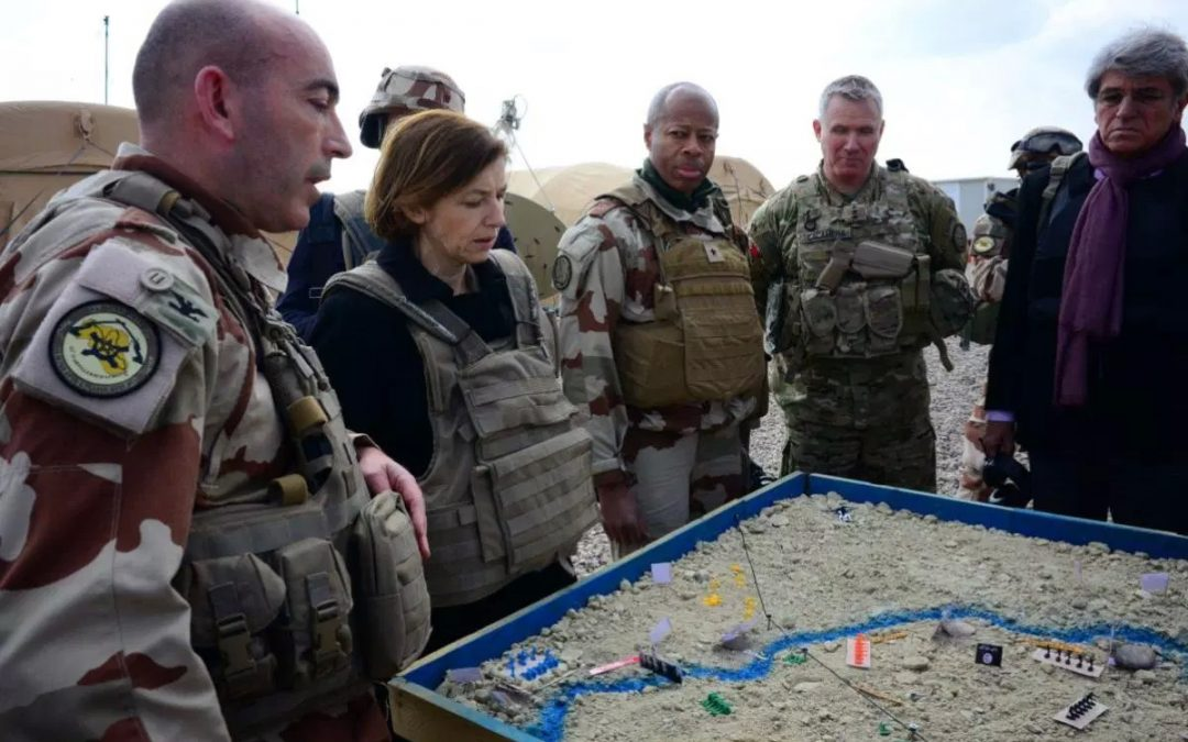 Francouzský plukovník čelí trestu za kritiku taktiky USA a SDF proti IS