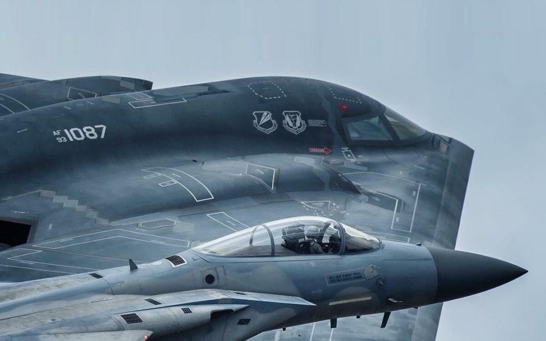 B-2 a F-15