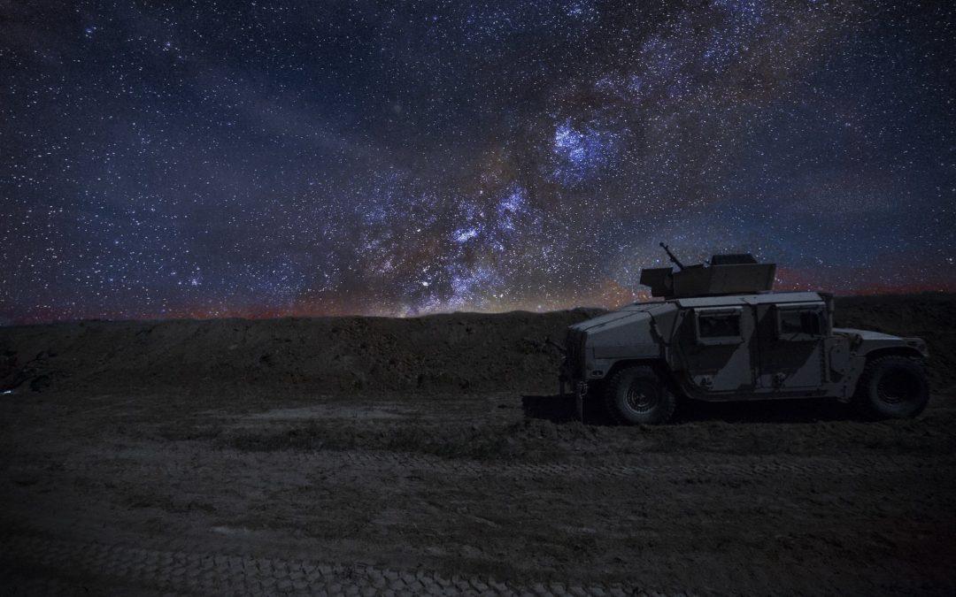 Mléčná dráha nad táborem Baghouz