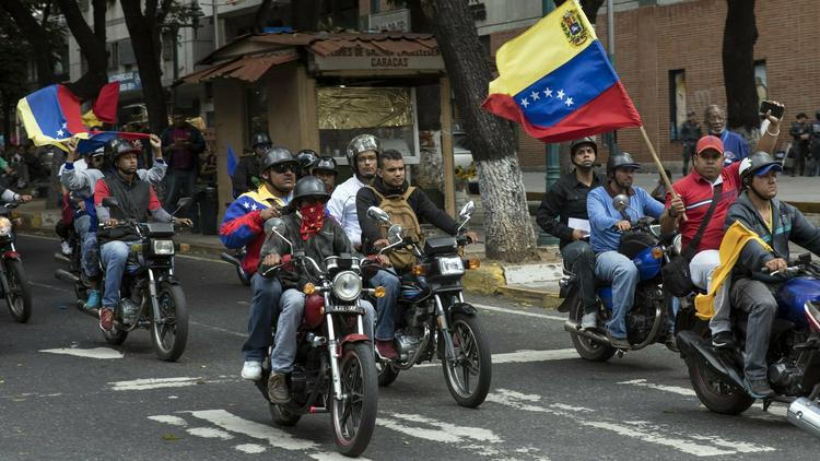 Státní služby ve Venezuele se rozpadají ale socialistický režim jen tak nepadne.