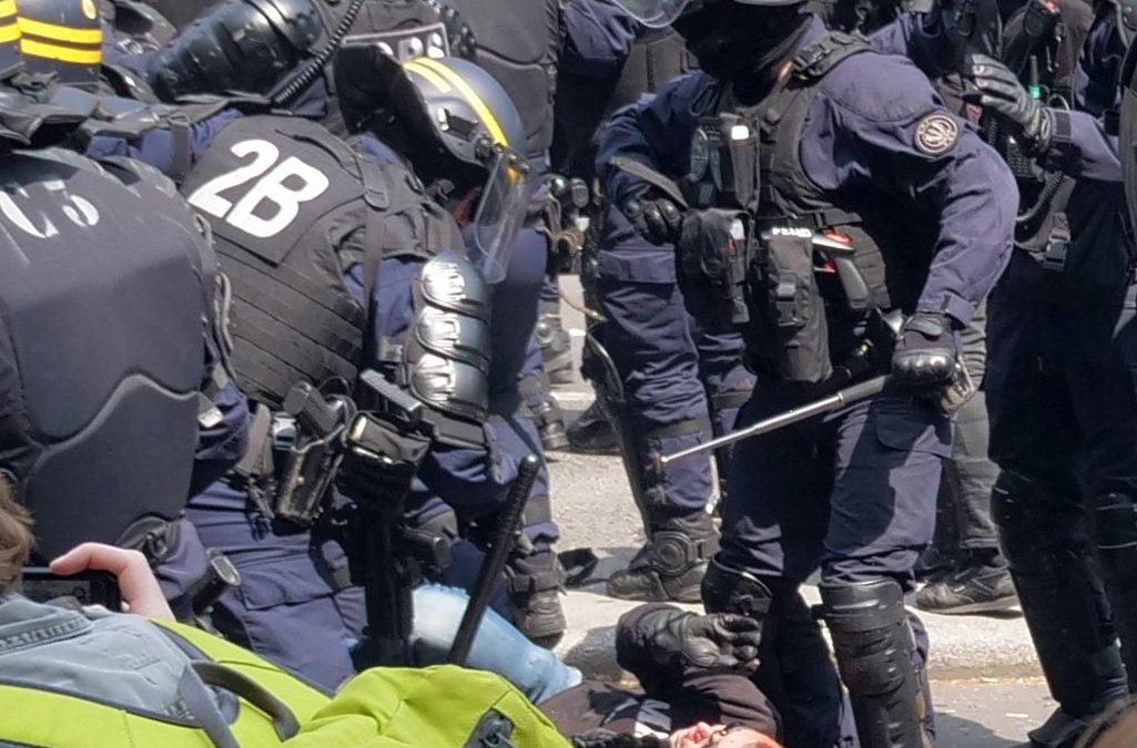 Brutalita policie ve Francii stoupá
