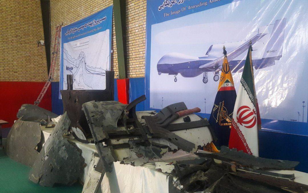 Írán zveřejnil trosky sestřeleného drónu