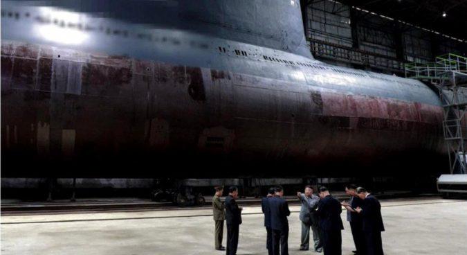 Severní Korea spustí na vodu ponorku s balistickými střelami