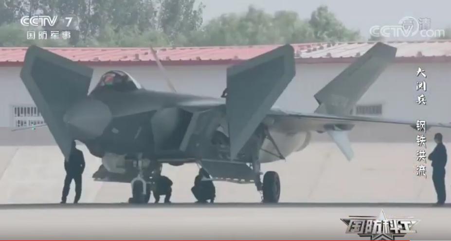 Unikátní záběry čínského stroje J-20